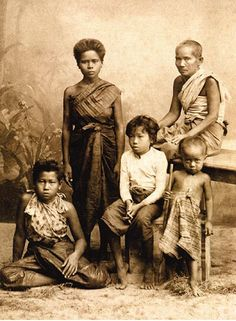 "1882 portrait of ""upper middle-class"" Bangkok family"