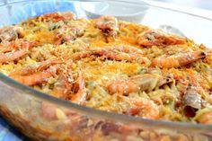 Υλικά 1 φλιτζάνι χυλοπίτες 1 φλιτζάνι χυμό ντομάτας 2 κουταλάκια του γλυκού πελτέ ντομάτας 1 μέτριο καρότο τριμμένο στον χονδρό τρίφτη 5-6 μέτριες γαρίδες Greek Recipes, Fish Recipes, Seafood Recipes, Cooking Recipes, Healthy Recipes, Everyday Food, Fish And Seafood, Macaroni And Cheese, Main Dishes