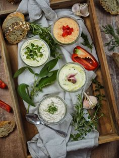 Recipe for 4 quick & savory spreads - perfect for grilling [Kräuter/Knoblauch/Lachs/Paprika-Feta] - Spread with garlic, herbs and lemon, salmon cream and bell pepper feta cream - Party Finger Foods, Party Snacks, Barbacoa, Food Science, Barbecue Recipes, Recipe For 4, Food Humor, Queso Feta, Eating Plans