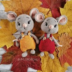 To create this sweet amigurumi mouse you need only basic skills and a little time. Crochet Animal Patterns, Crochet Amigurumi Free Patterns, Crochet Doll Pattern, Stuffed Animal Patterns, Crochet Animals, Crochet Dolls, Crochet Mouse, Crochet Bunny, Cute Crochet