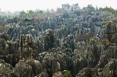 Steinlandschaft mit Aussichtsturm