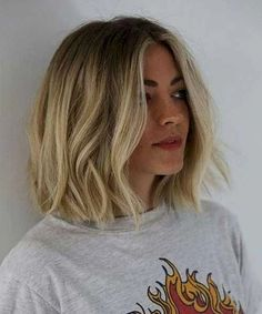 Top 15 Featured Bob Hairstyles 2019 for Women To Reach Perfection. These Perfect Bob Hairstyles 2019 for Women Will Be Huge to Mesmerize Anyone This Year. New Bob Hairstyles 2019 are Getting More Trendy and Most Desired Hairstyles Now A Days. Ombré Hair, New Hair, Hair Updo, Pixie Hair, Medium Hair Styles, Curly Hair Styles, Hair Medium, Short Styles, Medium Blonde Bob