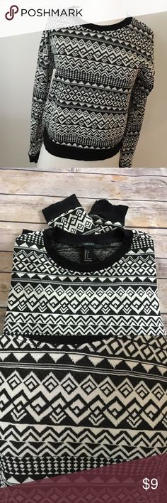 FOREVER 21 😱🍁🍂Cute Aztec Print Knit Top FOREVER 21 🍁🍂🍁🍂Its Fall need a sweater Cute Aztec Print Knit Top size Small Forever 21 Sweaters Crew & Scoop Necks