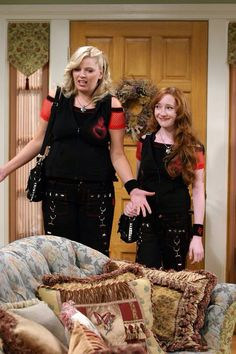 Reba - Barbara Jean tries to relate to her stepdaughter Kyra by dressing alike!