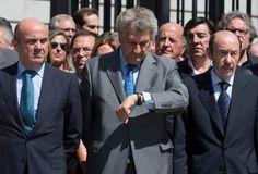 El presidente del Congreso, Jesús Posada, junto al ministro de Economía, Luis de Guindos, y diputados del PP.