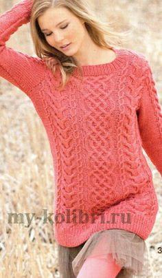 Удлиненный свитер спицами узором из кос