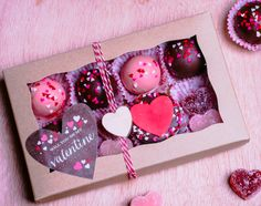 New Cupcakes San Valentn Caja De Ideas Valentine Desserts, Valentines Baking, Valentine Day Cupcakes, Valentines Day Treats, Jill Valentine, Chocolate Covered Treats, Chocolate Diy, Chocolate Covered Strawberries, Wedding Cakes With Cupcakes
