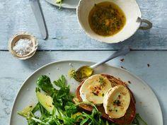 Salat mit Avocado und Käse ist ein Rezept mit frischen Zutaten aus der Kategorie Dressing. Probieren Sie dieses und weitere Rezepte von EAT SMARTER!