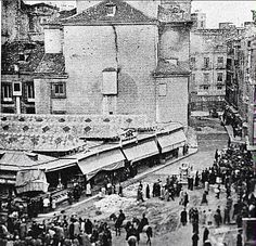 Antiguo mercado de la plaza del Carmen, se ubicaba sobre lo que había sido el terreno del convento y huertos del Carmen. Hoy en día, al igual que se observa en la foto, sólo queda la iglesia del mismo nombre