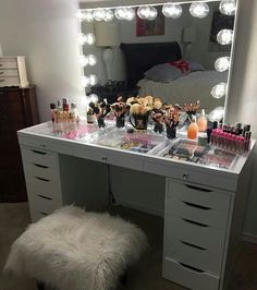 Makeup Room Ideas room DIY (Makeup room decor) Makeup Storage Ideas For Small Space - TAG: Diy Makeup vanity ideas, Diy makeup storage ideas, Makeup organization diy, Makeup desk My New Room, My Room, Rangement Makeup, Vanity Room, Vanity Mirrors, Vanity Set, Vanity With Lighted Mirror, Vanity With Storage, Bedroom Vanities