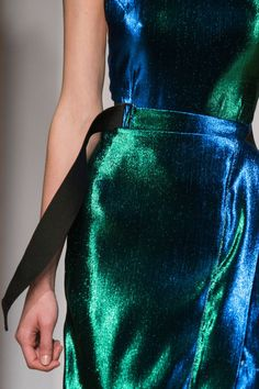 Rimondi at Milan Fashion Week Spring 2017 Navy And Green, Red And Blue, Kelly Green, Dark Blue, Milano Fashion Week, Green Fashion, Crazy Fashion, Couture Fashion, World Of Fashion