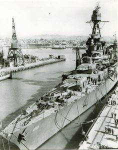 USS Louisville (CA Plan view of bow showing alterations while at Mare Island. Naval History, Military History, Heavy Cruiser, Military Diorama, Navy Ships, United States Navy, Military Equipment, Battleship, Us Navy