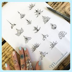 tattoo designs 2019 Amazing Henna Finger Tattoo Designs Ideas tattoo designs 2019 Flower designs are ideal for the hands and feet. Simple designs are from time to time the best option if you're on the lookout for pretty henna design… tattoo designs 2019 Finger Tattoo Designs, Henna Finger Tattoo, Mehndi Tattoo, Diy Tattoo, Tattoo Hand, Henna Tattoos, Henna Tattoo Designs Simple, Cute Finger Tattoos, Finger Tattoo For Women