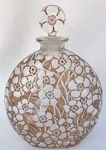 vintage lalique perfume bottle by elnora Lalique Perfume Bottle, Perfume Atomizer, Antique Perfume Bottles, Vintage Perfume Bottles, Art Nouveau, Art Deco, Bottles And Jars, Glass Bottles, Perfumes Vintage