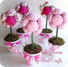 DIY Plush Flower Pots Centerpiece Tutorial - DIY Valentine's Day Easy Calligraphy Mugs – Party Ideas Flower Crafts, Diy Flowers, Fabric Flowers, Flower Pots, Potted Flowers, Floral Fabric, Spring Flowers, Paper Flowers, Kids Crafts