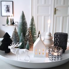 The most beautiful ideas for your Christmas decoration - Christmas countdown … The Effective Pictures We Offer You About fireplace decor A quality pictur - Christmas Countdown, Noel Christmas, Christmas Balls, Christmas And New Year, Winter Christmas, All Things Christmas, Christmas Crafts, Homemade Christmas, Decoration Christmas