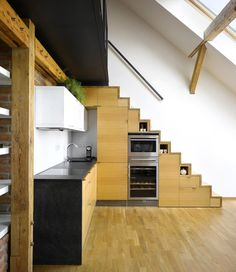Mini-Loft Apartment In Prague / Dalibor Hlavacek--- stairs to loft Small Attics, Small Loft, Small Spaces, Open Spaces, Mini Loft, Built In Kitchen Appliances, House Appliances, Kitchen Cabinetry, Kitchen Counters