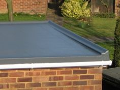 Domestic flat roofs are normally covered with felt and have been for many years, some also have stone chippings or gravel in addition to help shield the felt from the sun. Fibreglass Flat Roof, Flat Roof Replacement, Porch Roof, Rooftop Deck, Roof Types, Milton Keynes, Covered Pergola, Roofing Contractors, Skylight