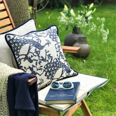Poszewka Granatowe Pawie - Mood Moments Linen Pillow with paecock pattern, 100% linen