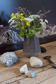 Bunch of wild flowers Meadow Flowers, Wild Flowers, Wedding Flowers, Bouquet, Plants, Dress, Design, Recycled Pallets, Wooden Beam