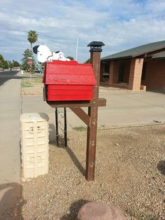 Snoopy and Doghouse Mailbox/Postbox.