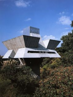 I always had something for the work of Agustin Hernandez when I was in architecture school, here a photo of his studio in Mexico City Unique Architecture, Futuristic Architecture, Interior Architecture, Minimalist Architecture, Futuristic Design, Brutalist Buildings, Unusual Homes, Unusual Things, Small Things