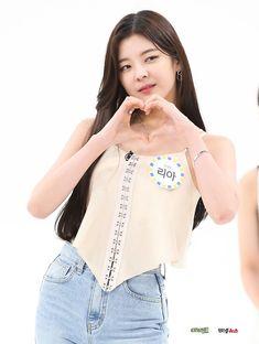 190807 for Weekly Idol 💜💚 Kpop Girl Groups, Korean Girl Groups, Kpop Girls, Kpop Fashion, Girl Fashion, Mode Kpop, Weekly Idol, New Girl, South Korean Girls