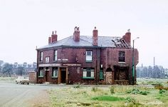 Manchester pubs, The George Inn on the junction of Radnor Street and Pinder Street, Hulme, left isolated by the demolition of surrounding houses and shops. History Manchester, Manchester Street, Manchester England, Industrial Architecture, Architecture Old, Bolton England, Council Estate, Portland Street, Salford