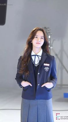 Go behind the scenes with 'Love Alarm's actress Kim So Hyun! Child Actresses, Korean Actresses, Asian Actors, Korean Actors, Kim So Hyun Fashion, Korean Tv Series, School Uniform Outfits, Kim So Eun, Korean Girl