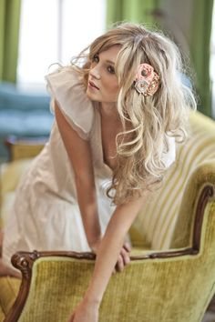 Loose toussled hair with a floral touch #wedding #bridesmaid #hairstyle