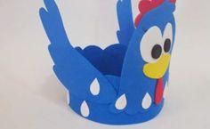 Figuras en foami o goma eva de la gallina pintadita - Dale Detalles Party Favors, Birthday, Baby, Kids, Crafts, Stuff To Buy, Leo, Farmhouse Rugs, Table Decorations
