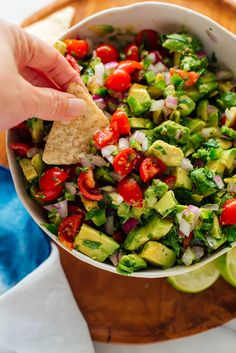 Healthy Recipes Guacamole and pico de gallo collide in this fresh avocado salsa! You're going to LOVE it. Mexican Food Recipes, Gourmet Recipes, Appetizer Recipes, Vegetarian Recipes, Appetizers, Healthy Recipes, Ethnic Recipes, Diet Recipes, Pasta Recipes