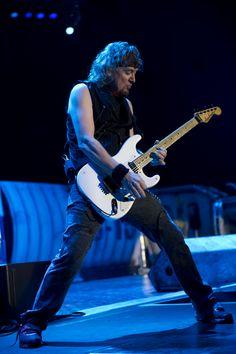 Adrian Smith / Iron Maiden | Jackson® Guitar & Bass Artists Iron Maiden Live, Iron Maiden Band, Great Bands, Cool Bands, Mick Thomson, Jackson Guitars, Adrian Smith, Bruce Dickinson, Best Guitarist