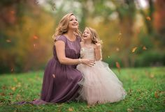 Beth Wade is a photographer located in Charlotte, NC specializing in artistic family, baby, and child photography for past and current newborn clients. Mommy And Me, Children Photography, Family Photographer, Photo Sessions, Charlotte, Flower Girl Dresses, Poses, Wedding Dresses, Baby