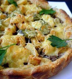 Слоеный пирог с картошкой, фаршем и сыром