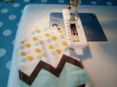 1 er tuto essuie-mains - del's créations 1 An, Four, Creations, Diy, Crafts, Sewing For Beginners, Tutorial Sewing, Bricolage, Build Your Own