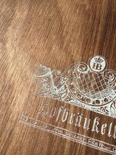 Speisekarte aus Holz mit Lasergravur Alex And Ani Charms, Charmed, Menu Chalkboard, Wine List, Book Binding, Laser Engraving, Food Menu, Book Folding