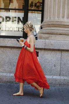 Vestido rojo con tirantes de cola de ratón