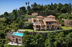 If you are looking for lavish entertainment then you have come to the right luxury villa. Villa Florenta has an enormous leisure area taking up a whole floor.