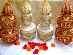Kalash and thali decorations are vital for an Indian wedding, because they are the symbols of shagun. Check out ideas about kalash and thali Decor. Kalash Decoration, Thali Decoration Ideas, Decor Ideas, Indian Wedding Favors, Indian Wedding Decorations, Indian Weddings, Wedding Favours, Indian Bridal, Best Marriage Gifts