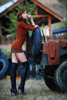 An album of 37 sexy photos and gifs dedicated to hot girls in tall boots. Check out these babes in their sexy knee high and thigh high boots. Trucks And Girls, Car Girls, Girls 4, Jeep Wrangler Girl, Jeep Wranglers, Jeep Baby, Pin Up, Ford, Up Girl