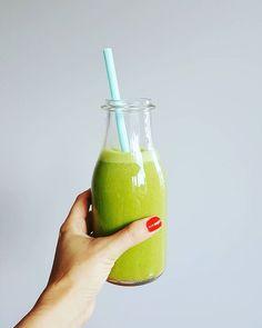 Przewodnik po zielonych koktajlach czyli co z czym najlepiej smakuje. Lista owoców, warzyw i dodatków, które stworzą smaczne i zdrowe zielone koktajle Drinks, Bottle, Food, Drinking, Beverages, Flask, Essen, Drink, Meals
