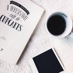 Ontem foi dia do café, mas café pra gente tem que ter todo dia! ☕️❤  .  .  .  .  .  .  #teclamusic #tecla #teclamusicagency #music #sound #wesoundthink #coffee #book #polaroid #pinterest #abmlifeisbeautiful #whi #abmlifeiscolorful