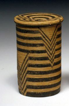 Basket with lid, by the Haya people from the Kiziba region of Tanzania, Africa, ca. Basket Weaving, Hand Weaving, Art Et Architecture, Making Baskets, Pine Needle Baskets, Arte Popular, Sisal, Gourds, Decorative Objects