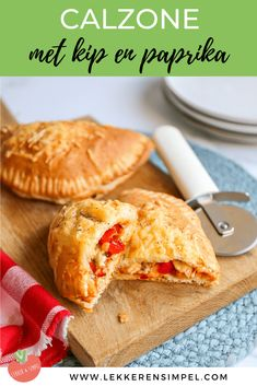 Calzone met kip - In 15 minuten in de oven! Calzone, Lunch Wraps, Vegan Recipes, Cooking Recipes, Fish And Meat, Go For It, Foods With Gluten, Party Snacks, I Foods