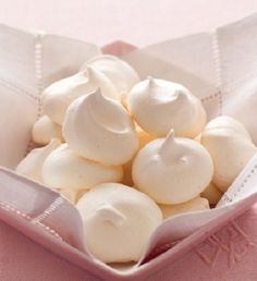 7 Steps to make meringue cookies Pavlova, How To Make Meringue, The Kitchen Food Network, Delicious Desserts, Yummy Food, Meringue Cookies, Food Preparation, Food Network Recipes, Sweet Recipes