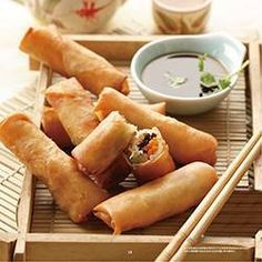 crispy spring rolls Each portion contains: 505 kcal 10 g protein 2 g fat of which 1 g saturated 15 g carbohydrates 1 g fibre Cheat Meal, Philips Air Fryer, Fingers Food, Fried Spring Rolls, Gourmet Recipes, Cooking Recipes, Free Recipes, Easy Recipes, Actifry Recipes