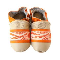 Feather baby shoes in allnatural leather with orange by cadeandco