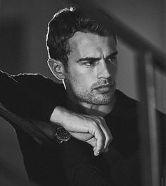 shared by Juls ⚡ on We Heart ItYou can find Theo james and more on our website. shared by Juls ⚡ on We Heart It Tris Et Tobias, Tris Und Four, Divergent Theo James, Beautiful Boys, Pretty Boys, Beautiful People, Pretty Men, Hot Men, Henri Castelli