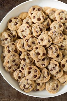 I could eat these cookies all day! My All time fav food is chocolate chip cookies Mini Desserts, Delicious Desserts, Dessert Recipes, Yummy Food, Fall Desserts, Bite Size Desserts, Delicious Cookies, Easy Cookie Recipes, Baking Recipes